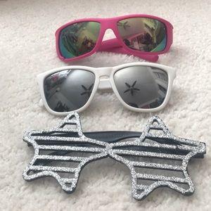 Accessories - LOT 3 Assorted/Fun Sunglasses 🕶☀️